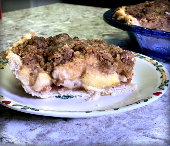 Gluten & Sugar Free Deep Dish Apple Pie from www.thisautoimmunelife.com #applepie #deepdish #glutenfree #sugarfree